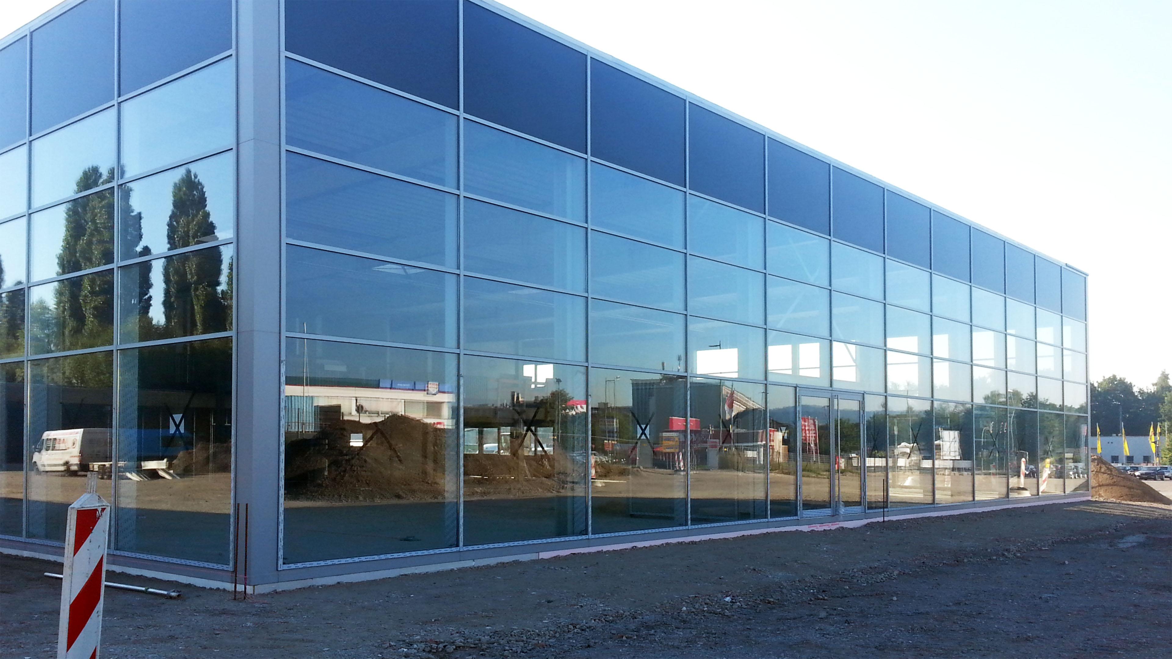 Autohaus Köster Skoda Bielefeld Glasfassade Lamparter