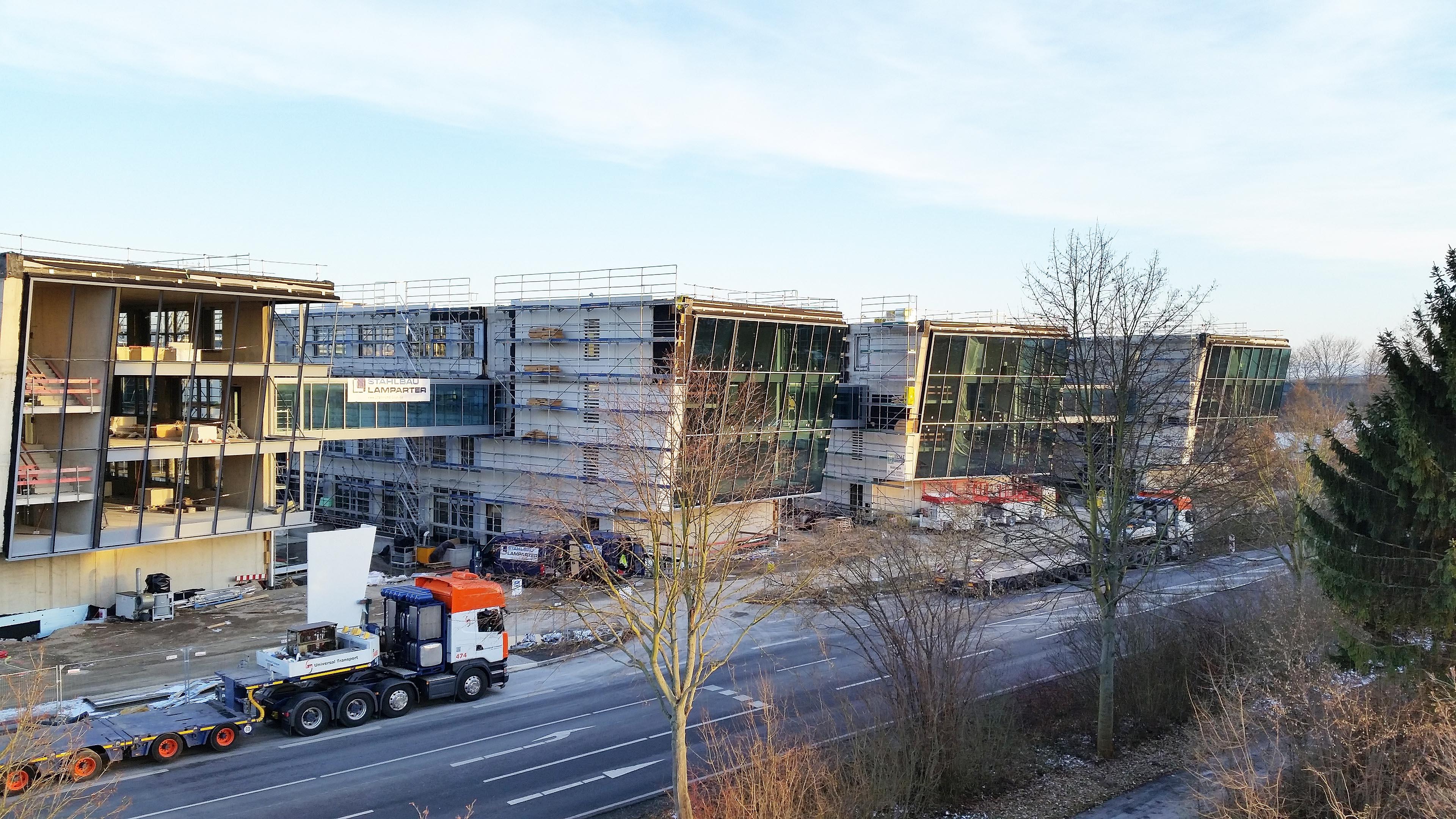 Drei Verbindungsbrücken aus Stahl und Glas für Sartorius Göttingen
