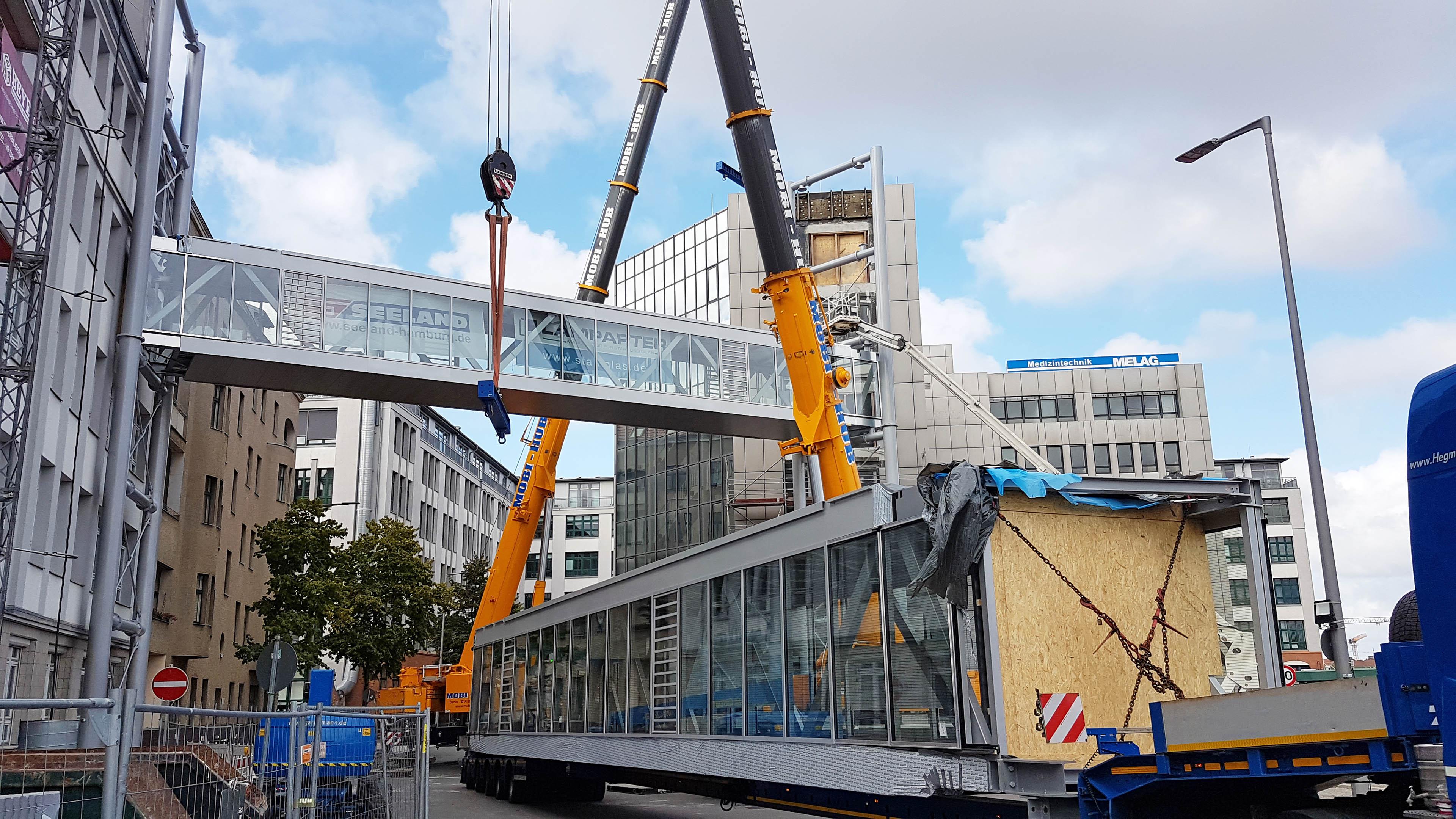 Nach Einhub der ersten Verbindungsbrücke für Melag Skywalks Berlin