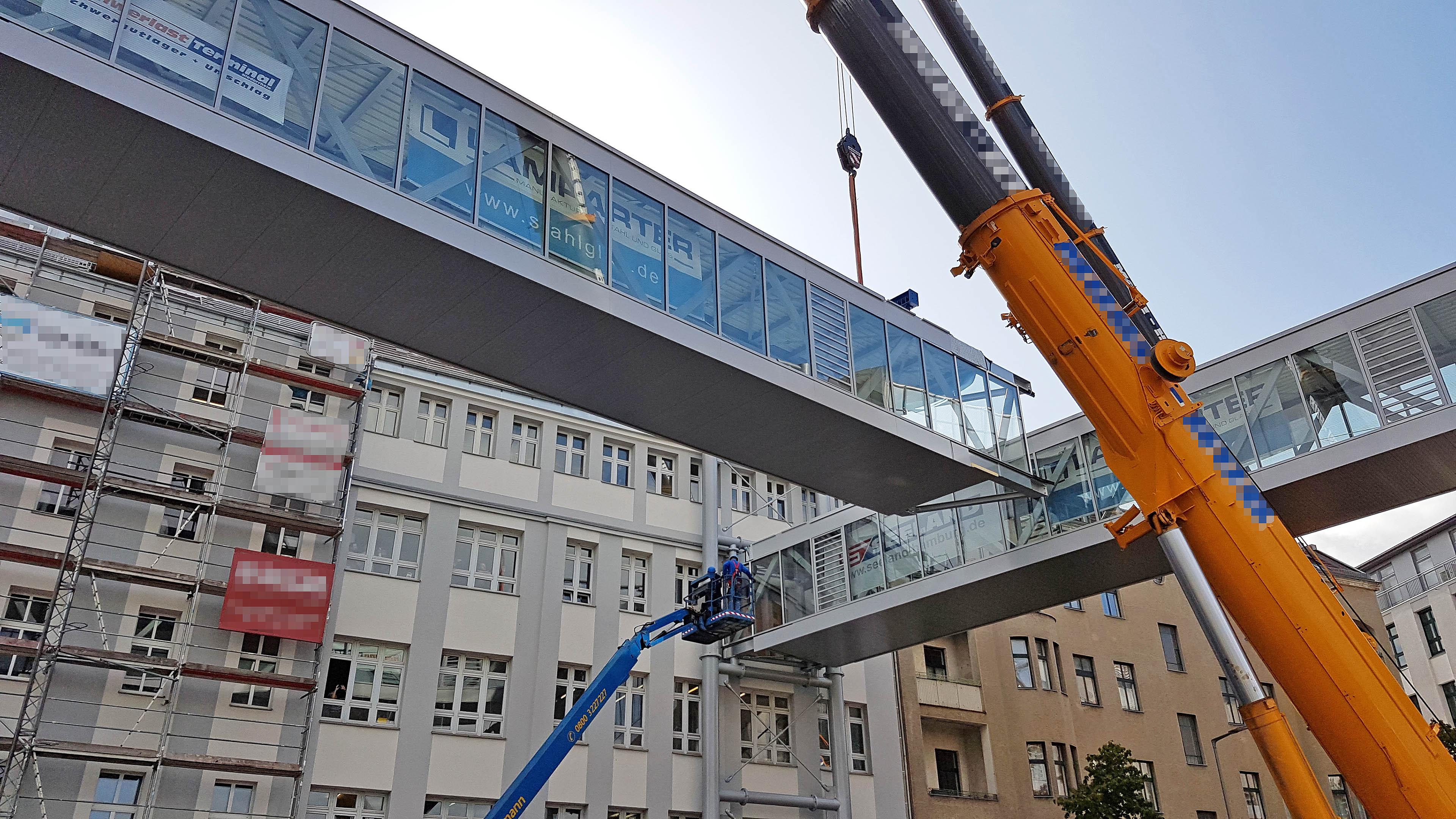 Einhub der zweiten Verbindungsbrücke für Melag Berlin