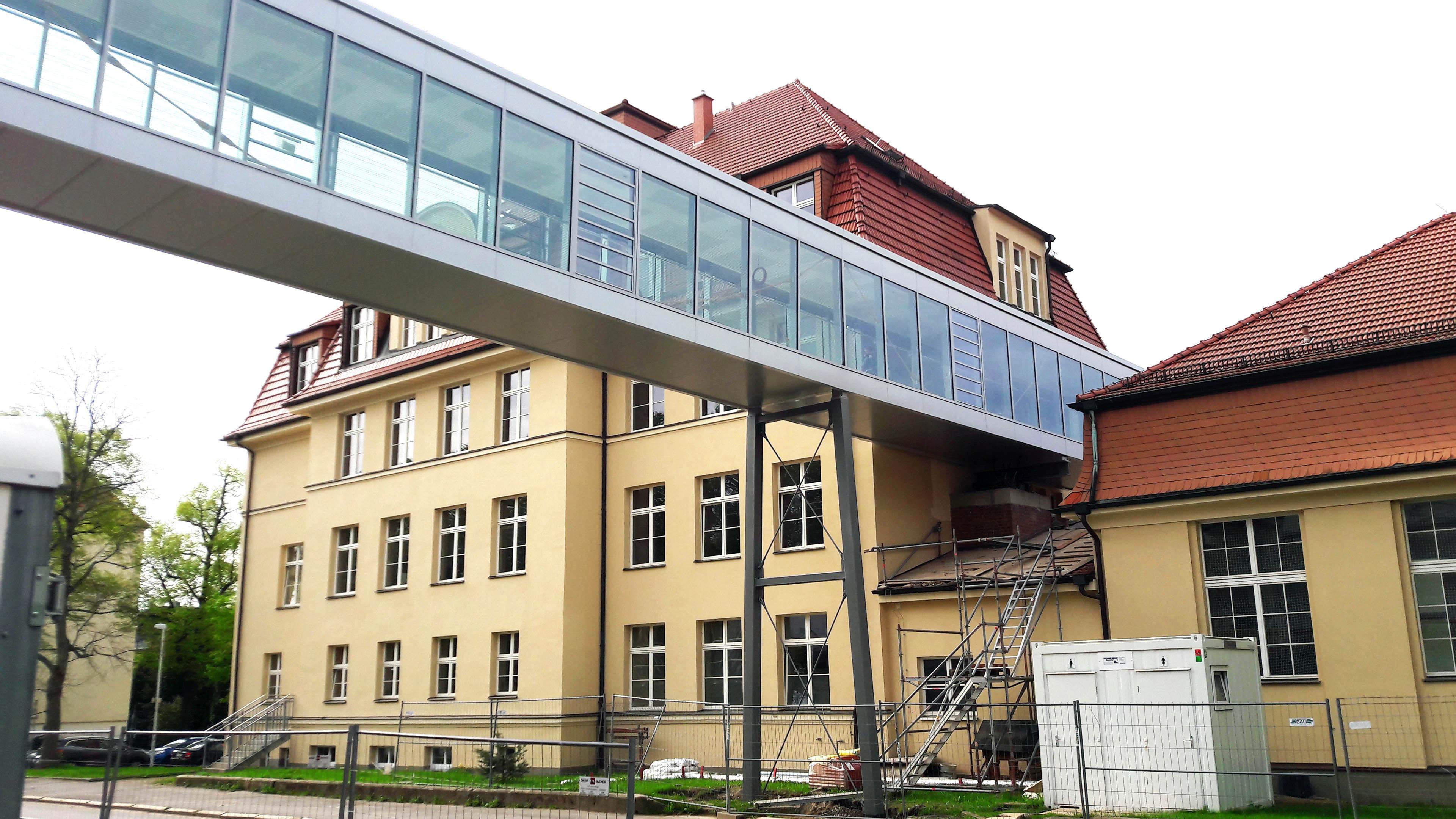Verbindungsbrücke aus Stahl und Glas in Chemnitz