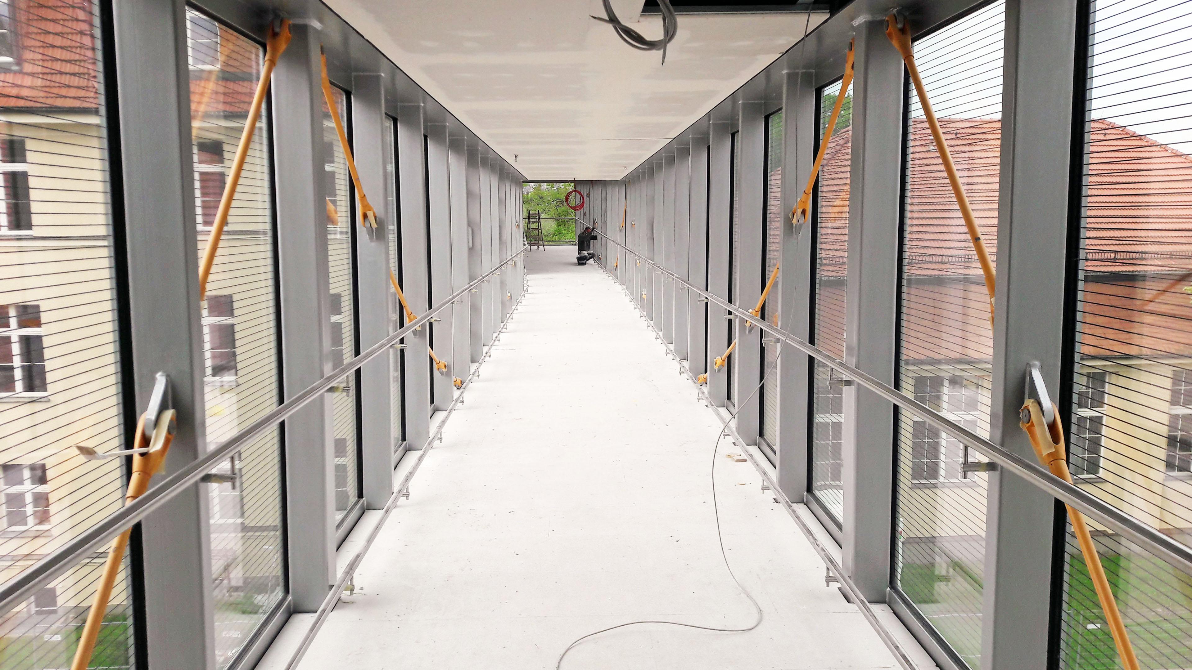Innenansicht einer Brücke aus Stahl und Glas in Chemnitz