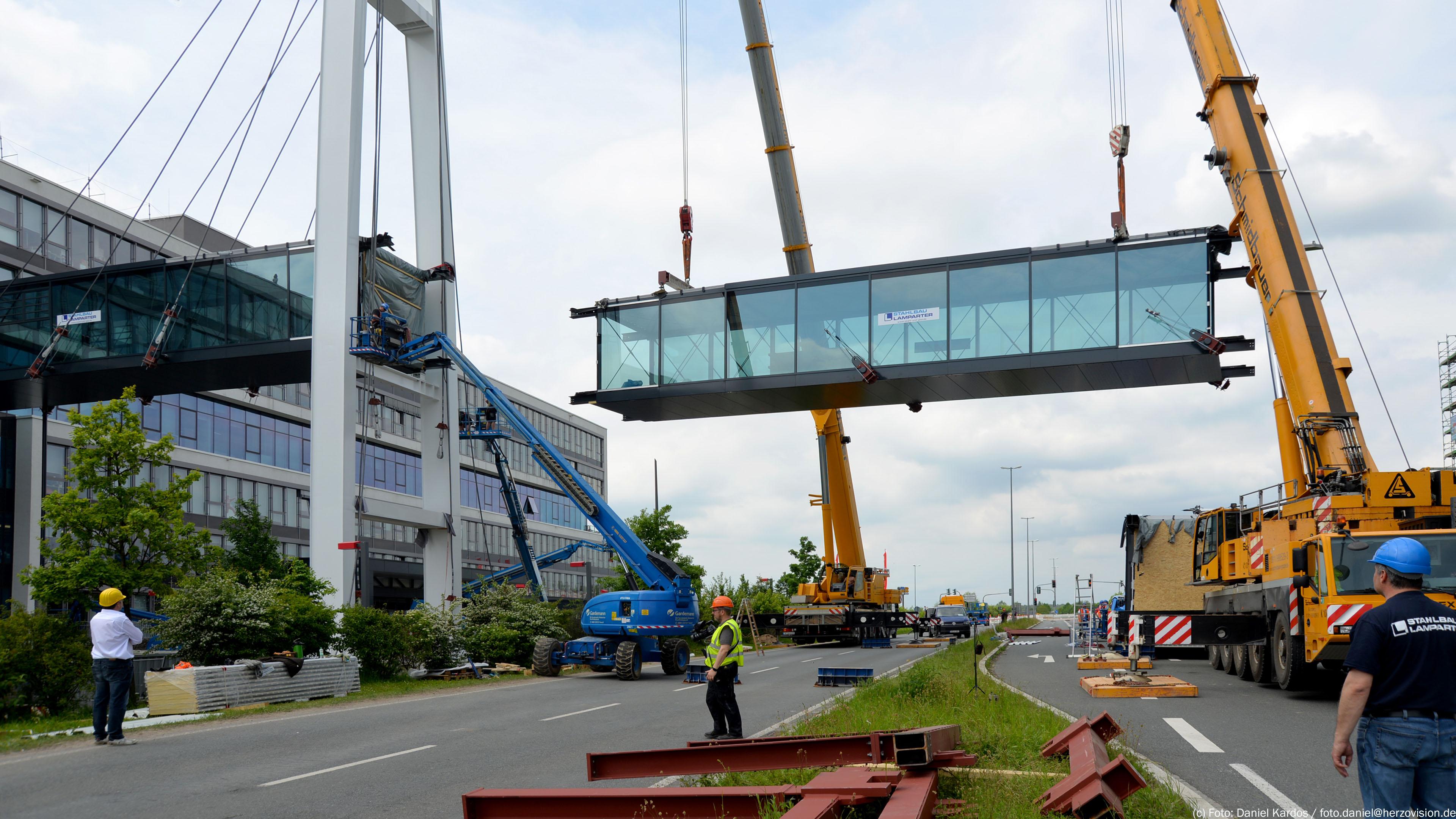 Teil 3 Verbindungsbrücke Puma-Bridge Herzogenaurach. Brücke von Stahlbau Lamparter
