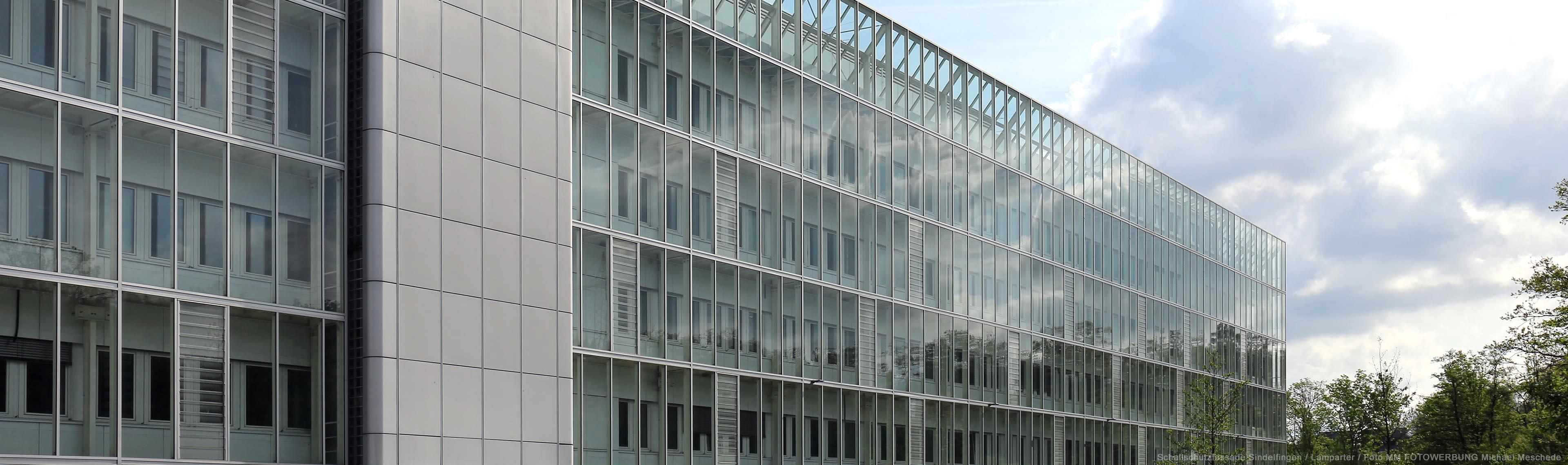 Sindelfingen verglaste Schallschutzfassade. Schallschutz Fassade aus Stahl und Glas.