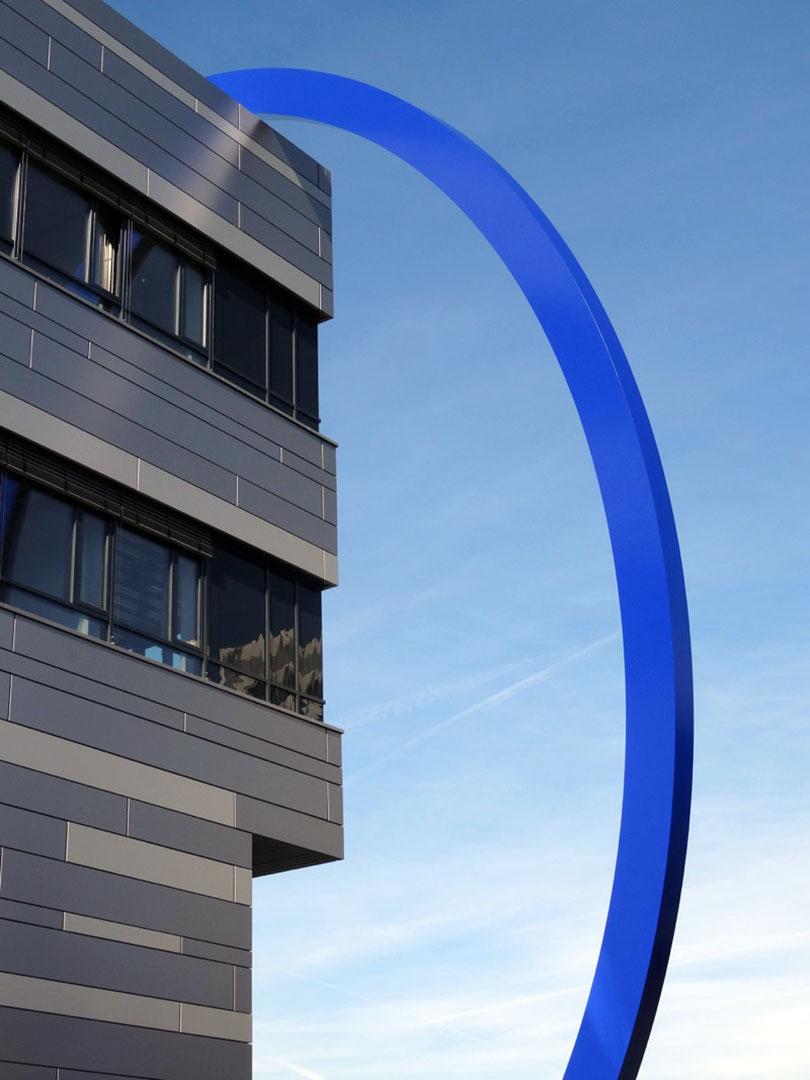 Universität Darmstadt blauer Ring aus Stahl - Kunstwerk