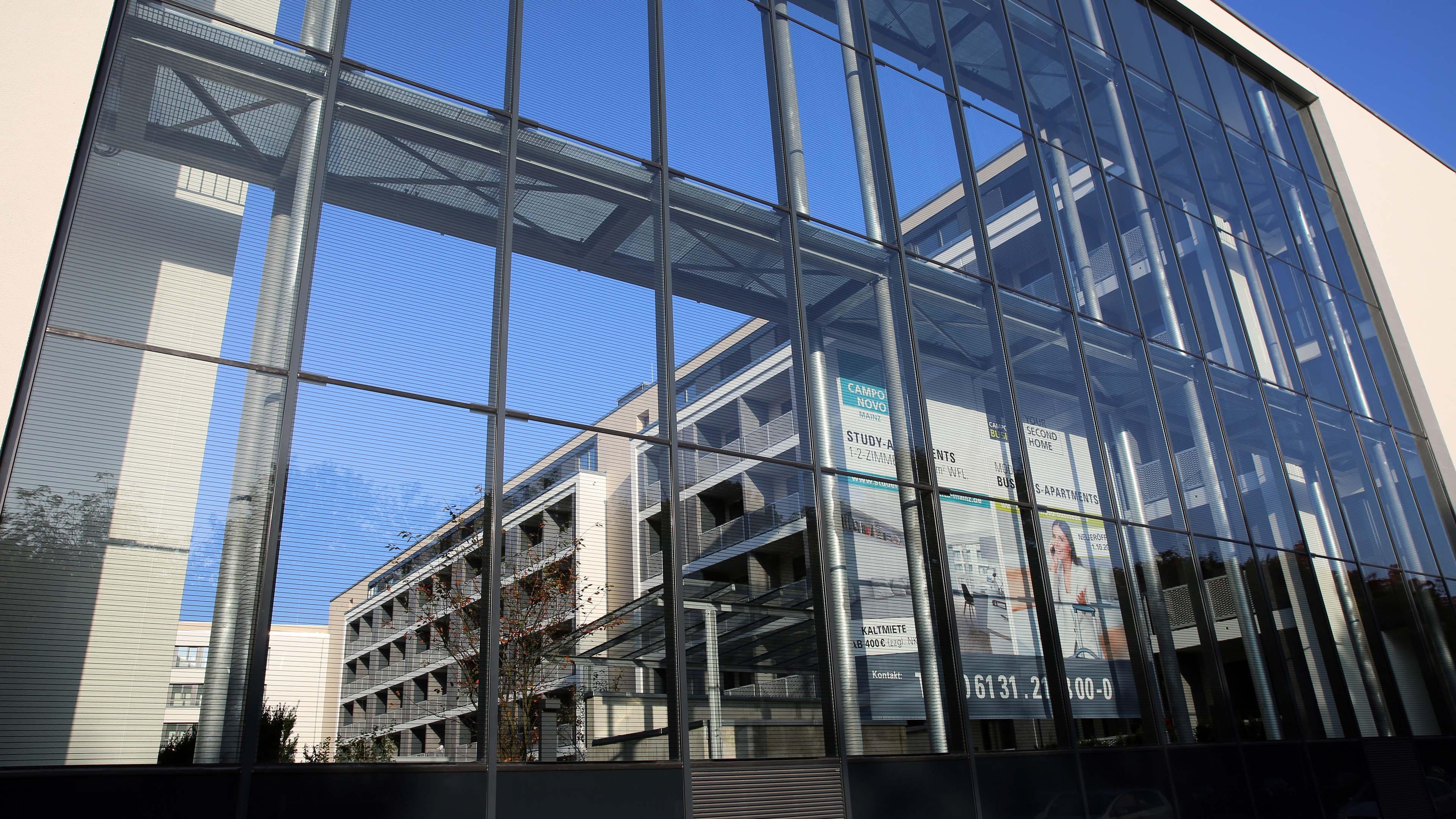 Schallschutzwand Mainz Glasfassade Detail