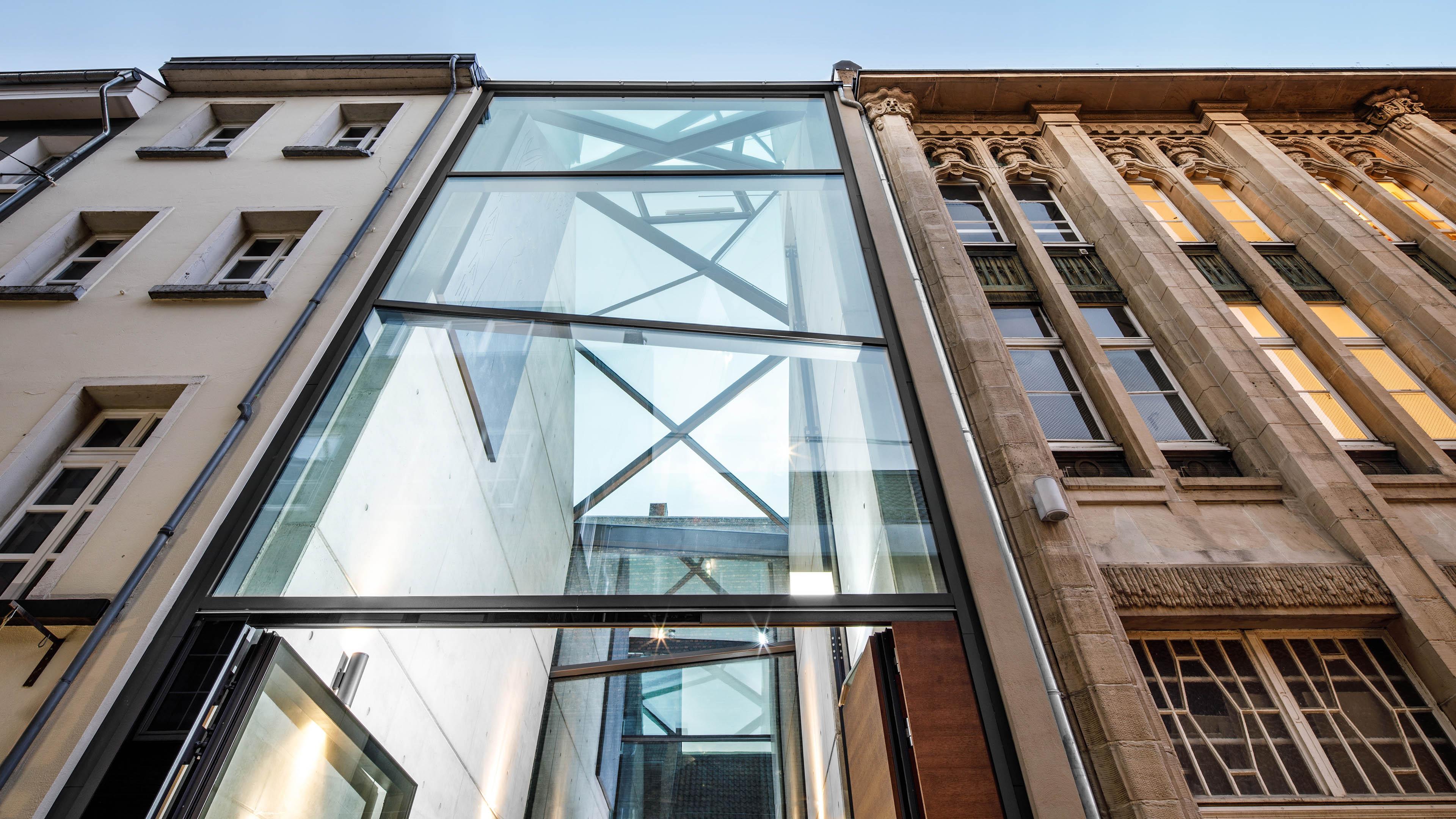Glasfassade und Glasdach für ein Cafe in Düsseldorf