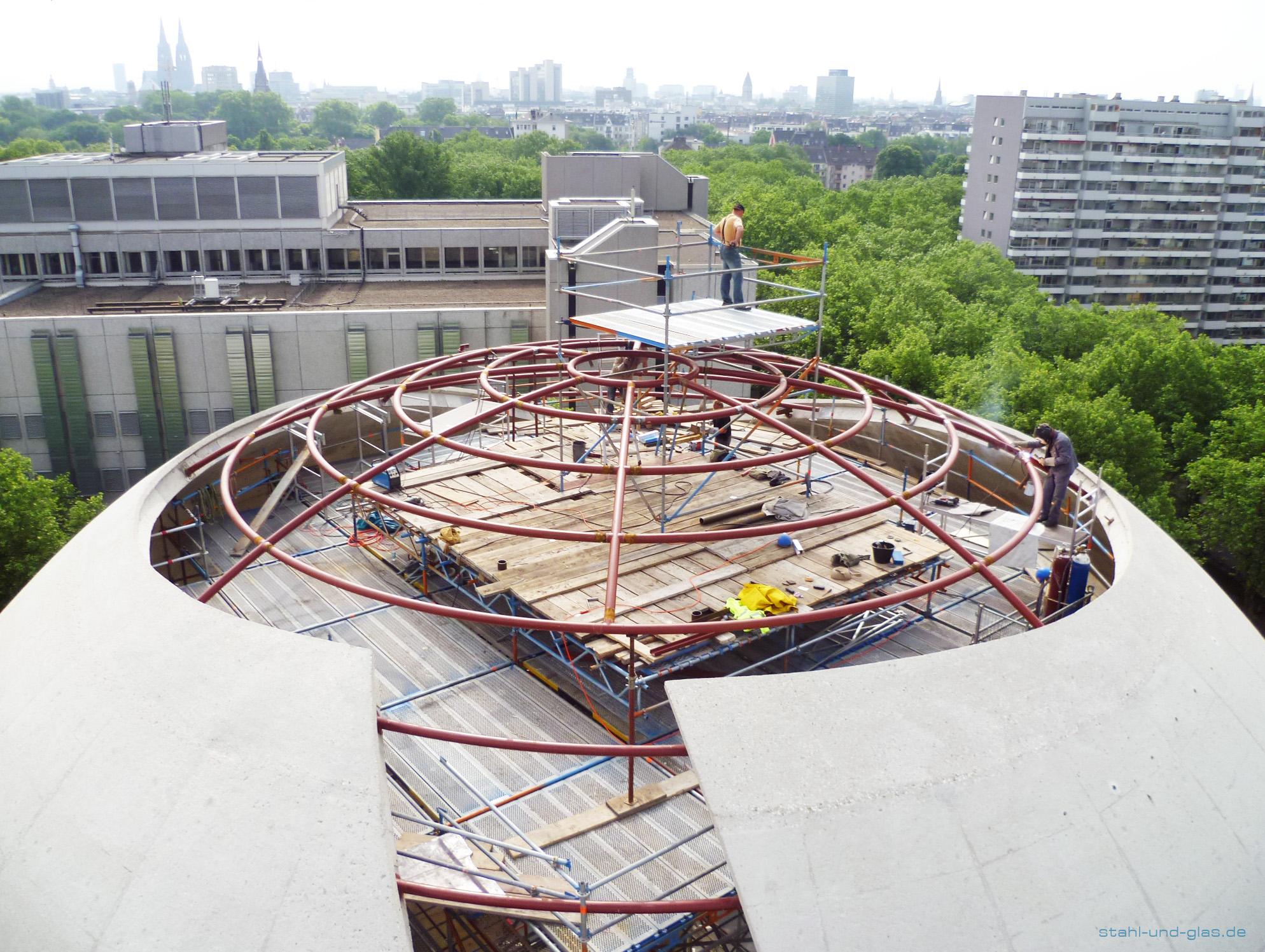 Montage der Stahlkonstruktion der Kuppel der Zentralmoschee Köln