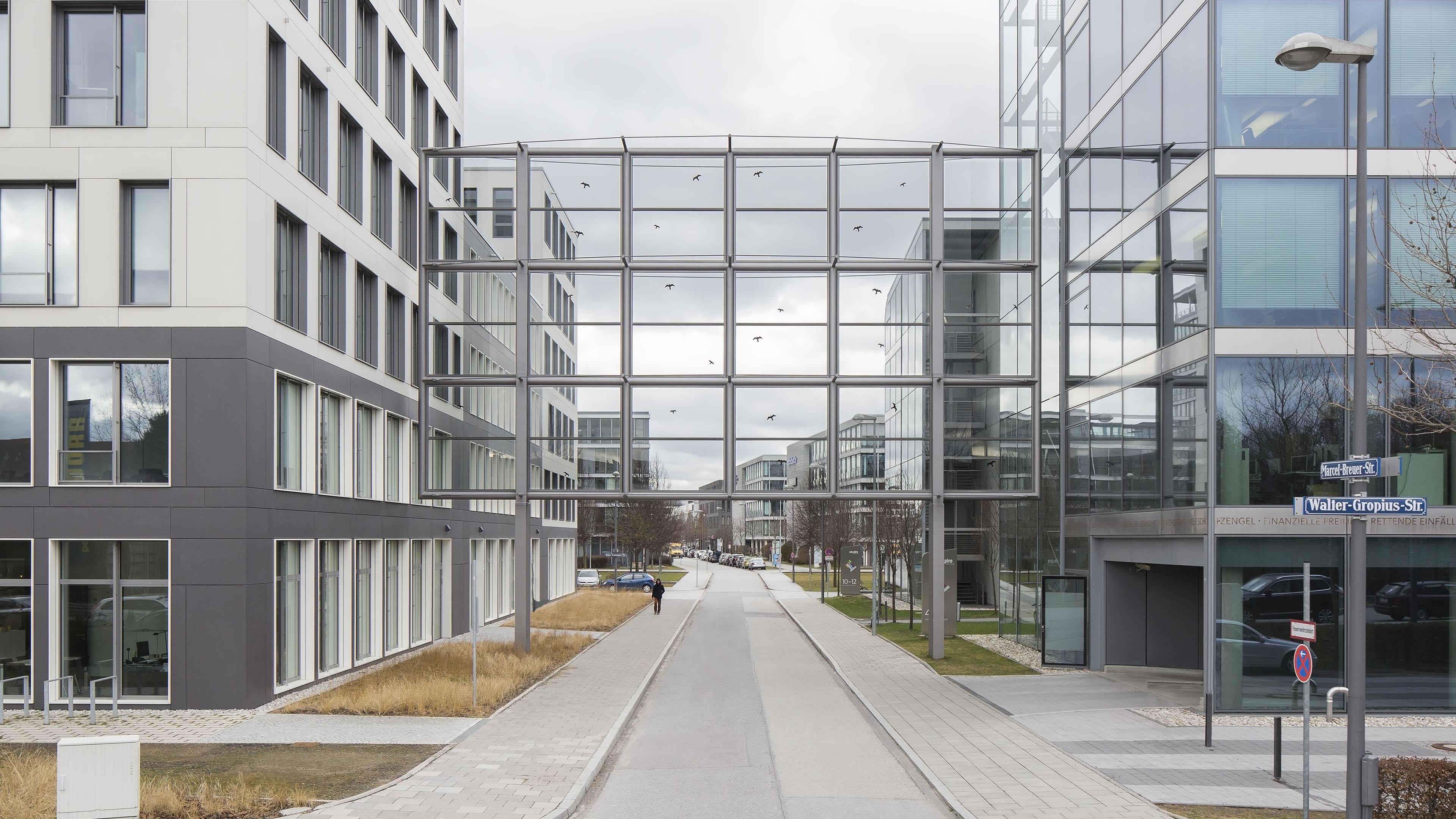 Schallschutzwand aus Stahl und Glas in Münschen